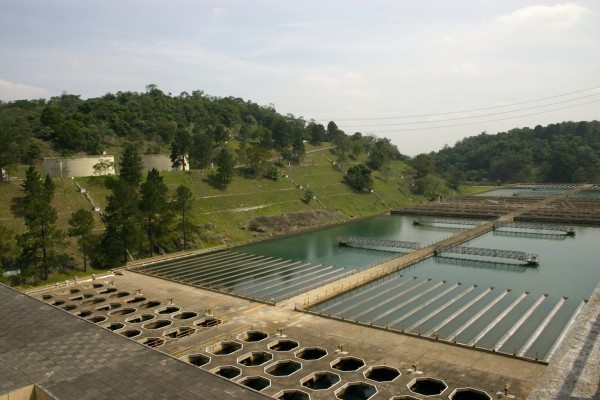Tanques usados nas quatro fases do processo de tratamento de água da Estação do Guaraú, em São Paulo: coagulação, floculação, decantação e filtração (Foto: Anne Vigna)