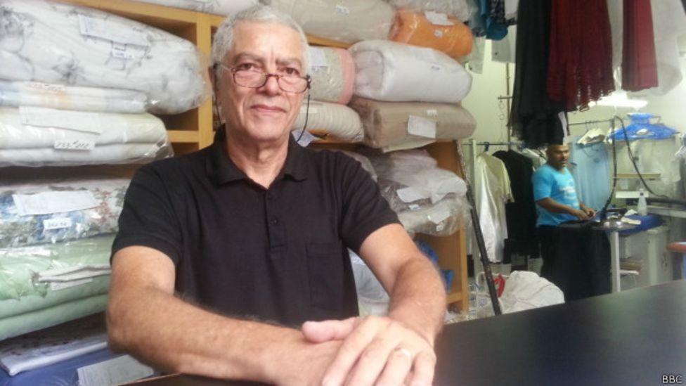 Renato Soares na lavanderia da família: negócio de 33 anos.