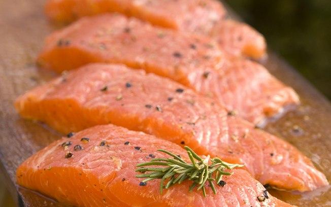 A FDA, agência que regula alimentos e medicamentos nos EUA, acaba de declarar que o salmão tra