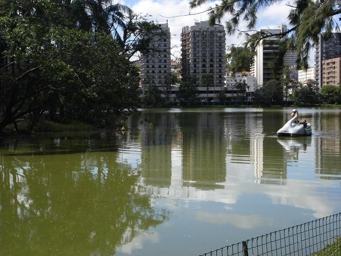 Polo regional de saúde, educação e serviços, município precisa controlar expansão urbana para não afetar áreas de recarga da água mineral. Foto: Marina Almeida