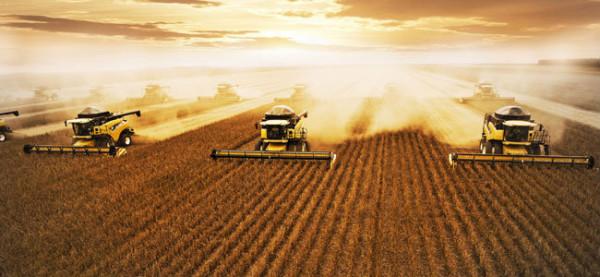 Agricultura convencional baseia-se em monocultura, insumos químicos, sementes geneticamente adaptadas e maquinário pesado. Foto: Divulgação