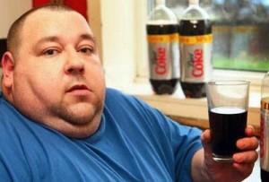 Darren-Jones-de-38-anos-bebe-42-litros-de-Coca-Coca-diet-por-semana.-Foto-RepThe-Sun.jpg
