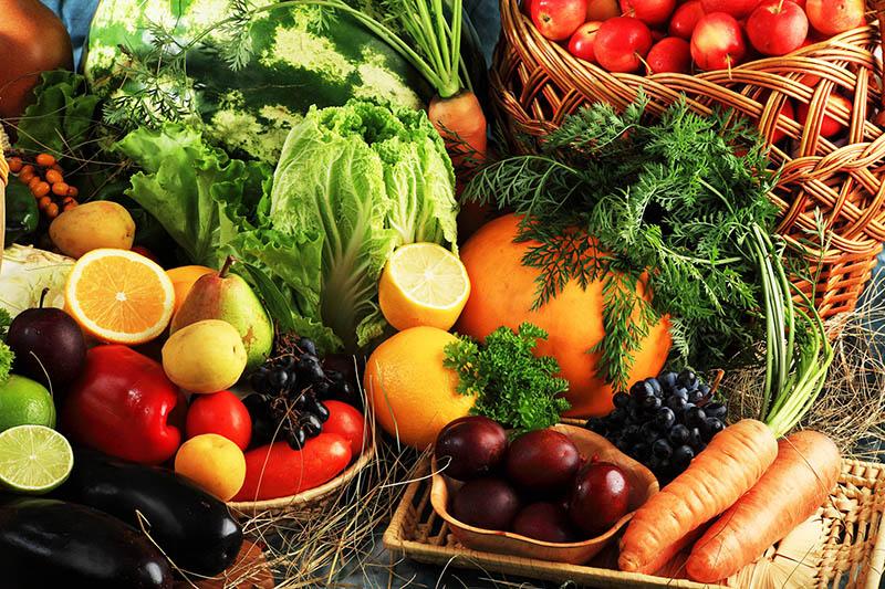 Frutas e legumes devem fazer parte de uma dieta equilibrada. Foto: Shutterstock